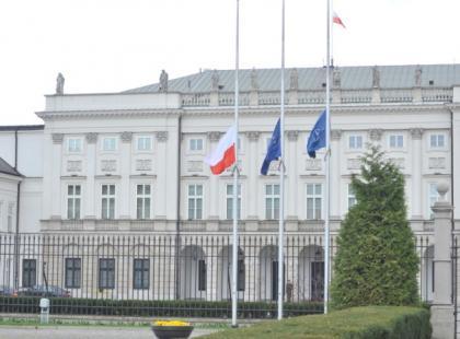 Warszawiacy pod Pałacem Prezydenckim