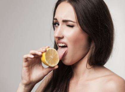 Wcierka z cytryny hamuje przetłuszczanie się włosów!