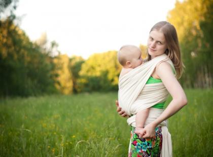 Weź mnie na ręce – o naturalnym odruchu rodzica