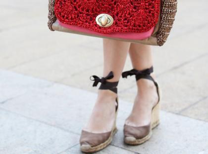 Wiązane espadryle to modne buty na lato. 8 stylowych wzorów