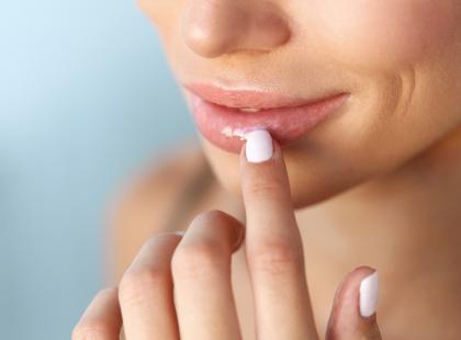 Wiedziałaś, że przez opryszczkę możesz nawet oślepnąć? Sprawdź, jak szybko wyleczyć tę infekcję!