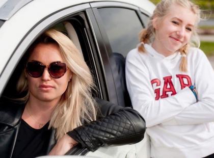 """""""Większości rzeczy w życiu nie zrobiłabym bez auta"""". Przedsiębiorcza mama dwóch córek i jej samochodowe perypetie"""