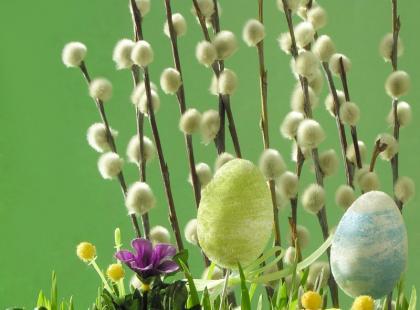 Wielkanocne tradycje w dekoracjach kwiatowych