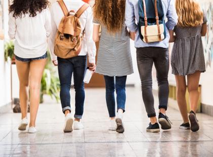 Wielu rodziców czekało na ten zakaz. Koniec z markowymi ubraniami w szkole
