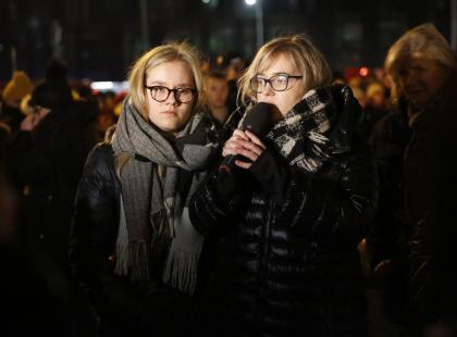 """""""Wiem, że Paweł jest tu z nami"""". Poruszające przemówienie żony i córki Adamowicza"""