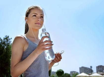 Wiemy którą wodę pić, by cellulit był mniej widoczny!