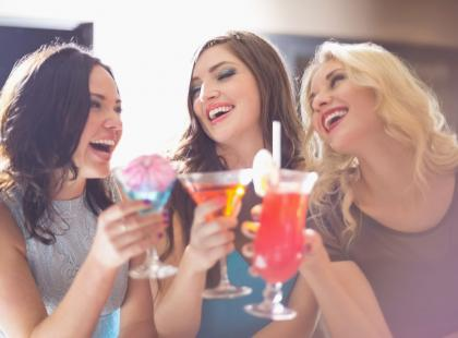 Wiesz ile kcal ma alkohol? Oto 5 porad, jak je ograniczyć!