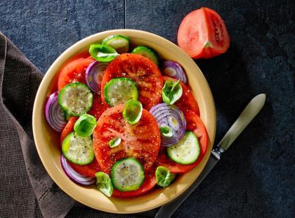 Wiosenna sałatka z pomidorów