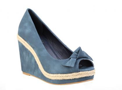 Wiosenno-letnie obuwie na koturnie