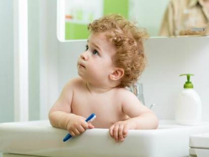 Wizyta u dentysty z niemowlakiem – dlaczego warto?