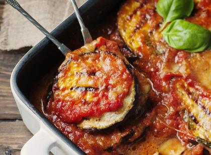 Włoska zapiekanka: parmigiana z bakłażanem