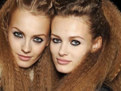 Włosy proste czy karbowane