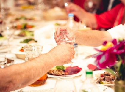 Wódka na weselu - nie tylko czysta! Poznaj współczesne trendy związane z alkoholem na weselu!