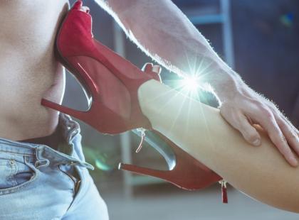 """""""Wolałam spotkania w grupie swingersów od seksu z mężem"""". Historia kobiety uzależnionej od seksu"""