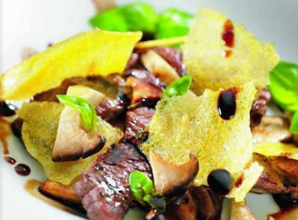 Wołowina z domowymi chipsami - przepis