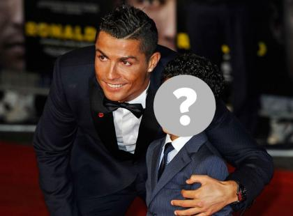 Wow! Syn Ronaldo wygląda jak mała kopia taty!