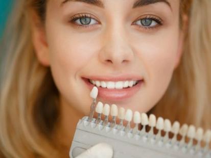 Wszystko, co chciałabyś wiedzieć o wybielaniu zębów