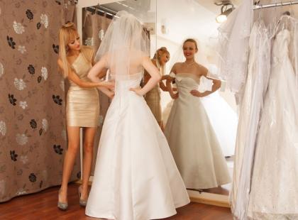 Wybierasz suknię ślubną? Zobacz, jak to wygląda okiem stylistki