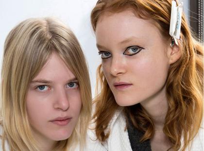 Wybór redakcji: 5 sprawdzonych szamponów rozjaśniających włosy. Wszystkie zawierają rumianek!