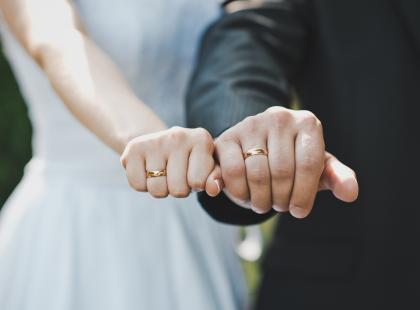Wybrałyśmy 11 najmodniejszych obrączek ślubnych na 2018 rok