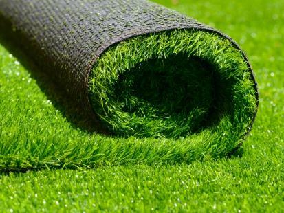 Wygląda ładnie przez cały rok i nie wymaga pielęgnacji. Dlaczego czasem sztuczna trawa to najlepszy wybór?
