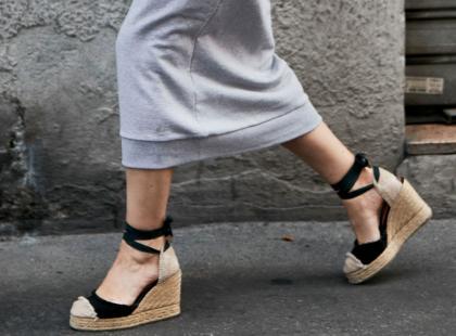 Wygodne i stylowe! Sandały na koturnie to klasyka. Jaki model kupić na lato 2019?