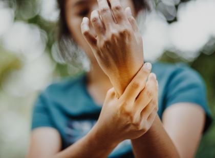 Wystarczy chwila nieuwagi… Jak leczy się zwichnięcie nadgarstka?