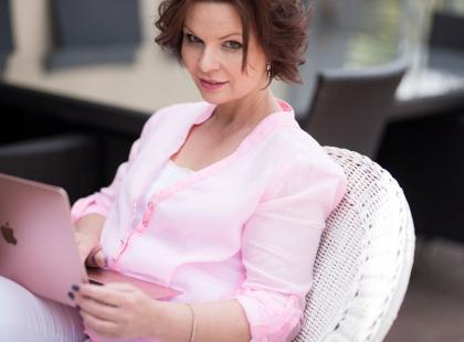 Wyszła z depresji, napisała książkę i będzie pisać na Polki.pl! Agata Komorowska czeka na wasze listy