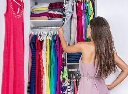 Za dużo ubrań i za mało miejsca w szafie? Wykorzystaj wakacyjną aurę i odśwież swoją garderobę!