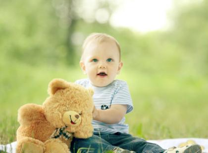 Zabawa z dzieckiem w ogrodzie