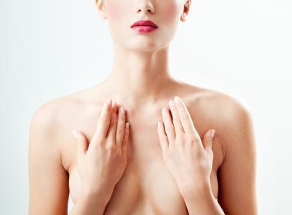Zabieg urządzeniem Cryolift – zadbaj o szyję, dekolt i biust
