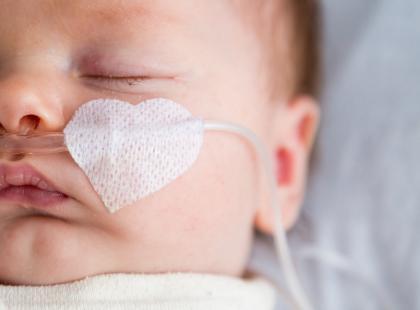 Zachłystowe zapalenie płuc – groźna choroba wieku dziecięcego