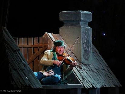 """Zachwycający musical """"Skrzypek na dachu"""""""