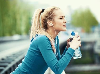 Zacznij dzień od szklanki wody z magnezem i czuj się lepiej!