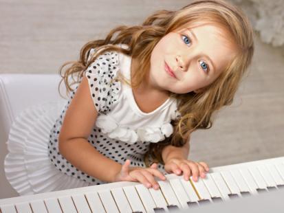 Zajęcia dla dzieci: nauka gry na pianinie