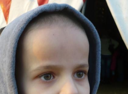 """""""Zamieszkał z nami autyzm"""" - historia deszczowego chłopca"""