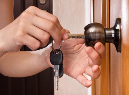 Zanim wyjdziesz z domu, kilka razy sprawdzasz, czy drzwi są zamknięte, a gaz wyłączony? To może być nerwica natręctw!