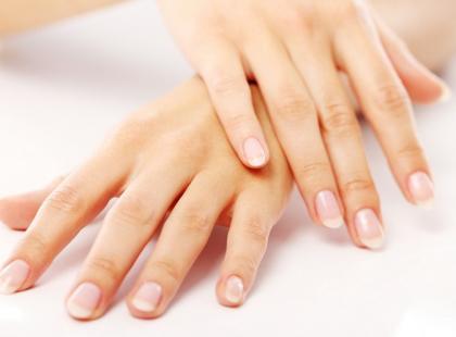 Zaostrz pazurki na zabiegi odmładzające dłonie