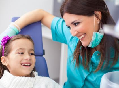 Zapalenie przyzębia u dziecka – kiedy może wystąpić?
