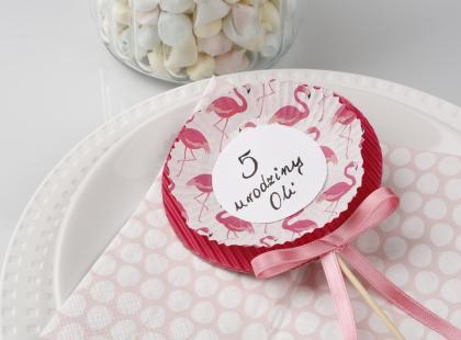 Zaproszenia na urodziny dziecka w formie lizaka – zrób je sama!