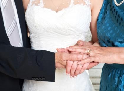 Zaproszenia ślubne dla rodziców – takie same jak dla wszystkich, czy lepiej wybrać inne?