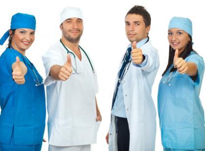 Zatrudnianie kontraktowe lekarzy prowadzi do nadużyć