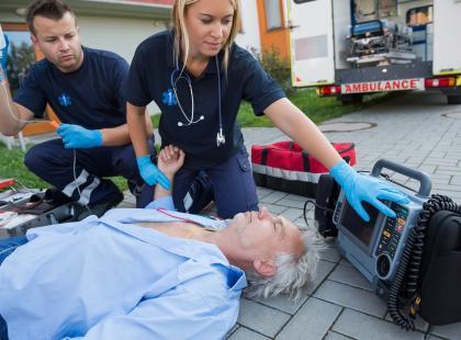 Zatrzymanie krążenia, krwotok i porażenie prądem – co robić?
