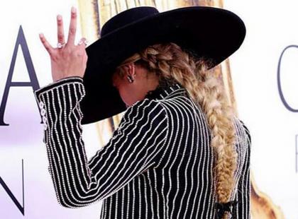 Że ILE Beyonce miała na sobie diamentów na CFDA Awards?!