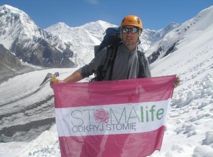 """Ze stomią na szczyt ‒ wystawa zdjęć """"7010 metrów marzeń"""""""