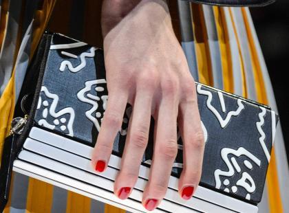 Żelowe paznokcie bez lampy UV? 5 sprawdzonych lakierów, które dadzą ten efekt