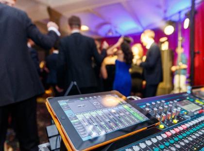 Zespół weselny czy DJ? Co będzie lepszym wyborem?