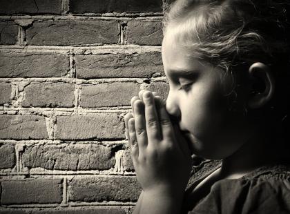Zgwałcona 10-latka zostanie matką, choć będą jej wmawiać, że urodziła kamień. Sąd nie pozwolił na aborcję