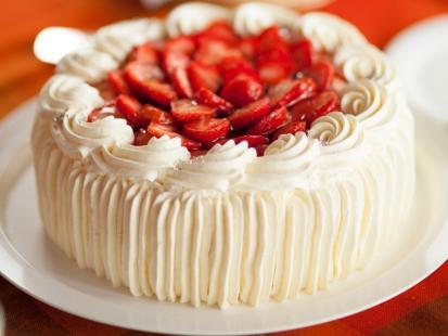 Zimny tort z bitą śmietaną