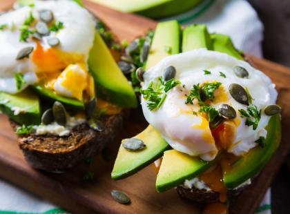 Źle się czujesz po jedzeniu? Poznaj 6 produktów najczęściej wywołujących zatrucia